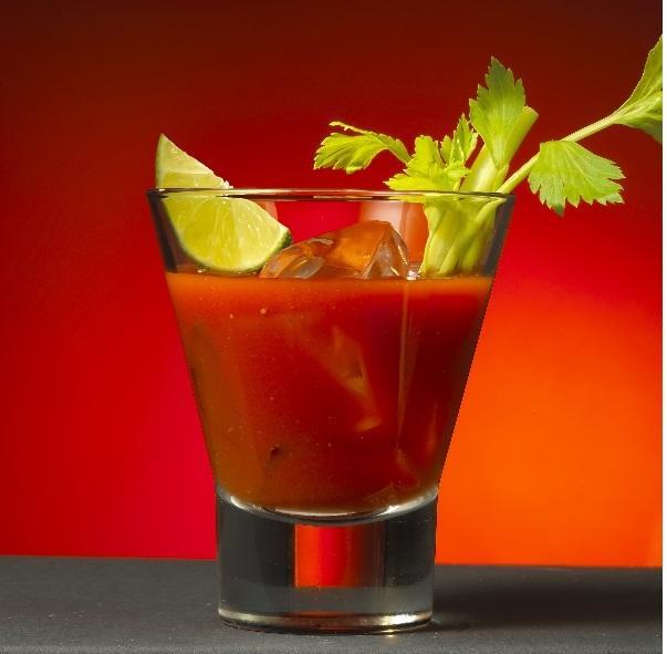 Preparando un Bloody Mary